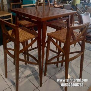 Meja Makan kotak untuk cafe atau bar model minimalis