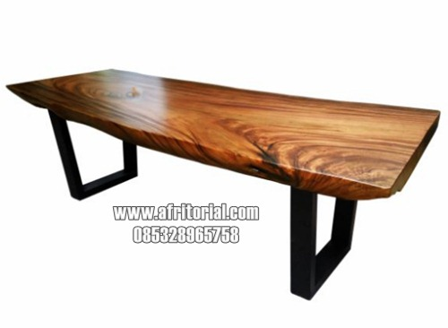 Meja makan alami top kayu trembesi kaki besi