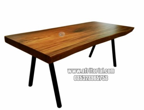 Meja makan kayu trembesi kaki pipa besi