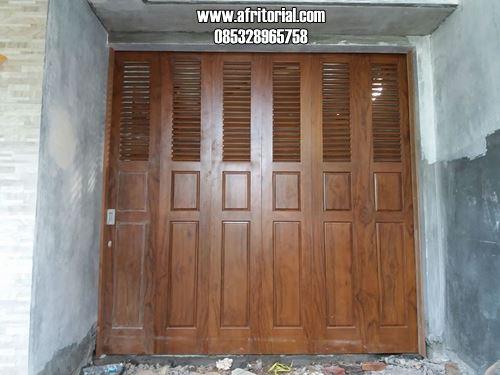 Pintu Garasi Model Jalusi atau Krepyak Kayu Jati