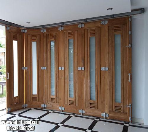 Pintu Garasi Model Kaca Tengah