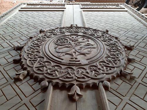 Ukiran Kaligrafi Daun Pintu Masjid Nabawi