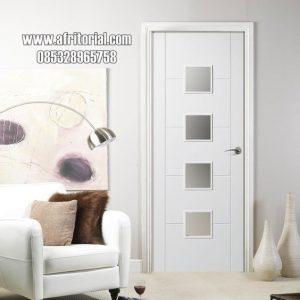 pintu minimalis kamar tidur utama dengan kaca