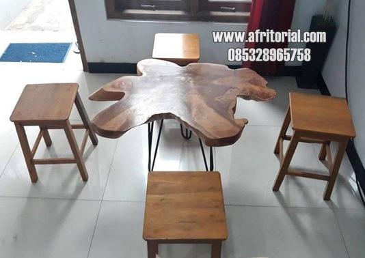 meja kafe meja taman meja ruang tamu 1 meja kayu jati 4 kursi kayu biasa kondisi barang masih bagus