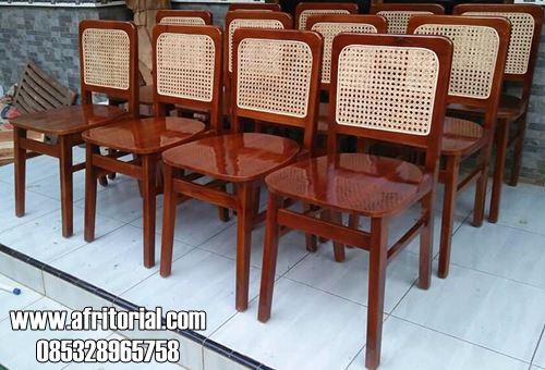 Kursi Cafe Jati Minimalis Model Sandaran Anyaman Rotan