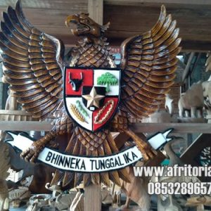 Patung Garuda Pancasila Bhinneka Tunggal Ika Ukir Jepara